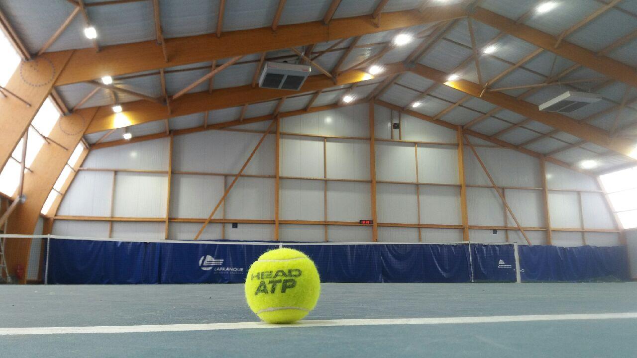 Tennis couvert de Vert le Grand